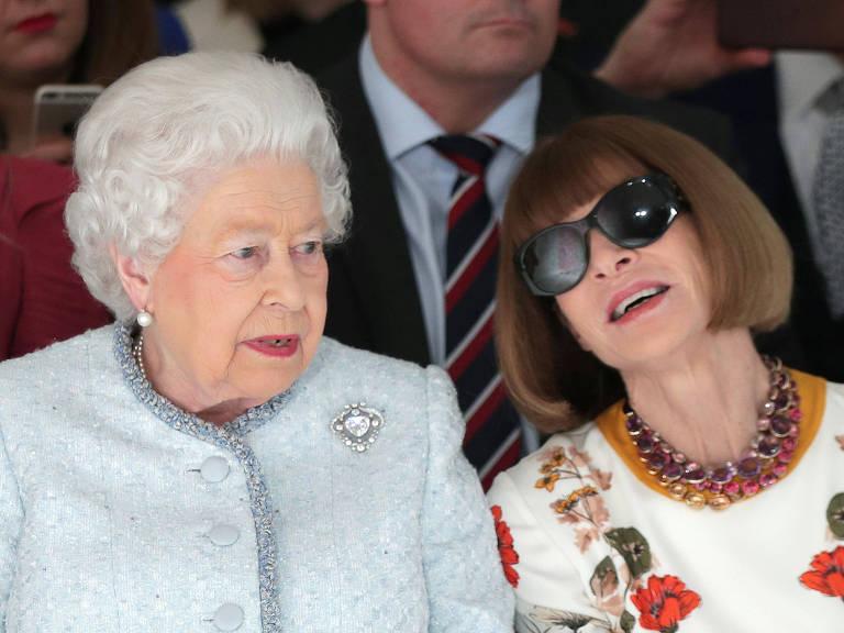 Rainha Elizabeth em desfile pela primeira vez