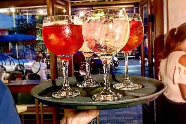 Gim-tônica e outros drinques do Carlton Bar, em Pinheiros