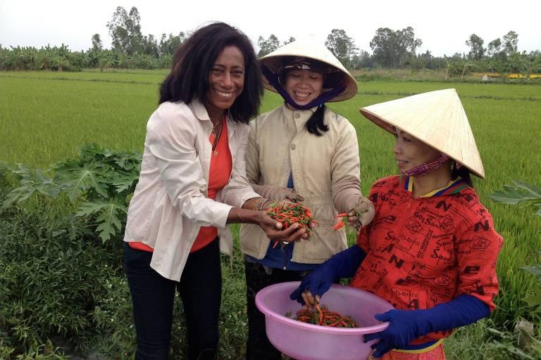 """Gloria Maria em reportagem no Vietna, em celebração aos 40 anos do """"Globo Repórter"""""""