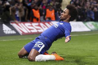 Willianmarca, mas Chelsea cede empate ao Barcelona no 2º tempo