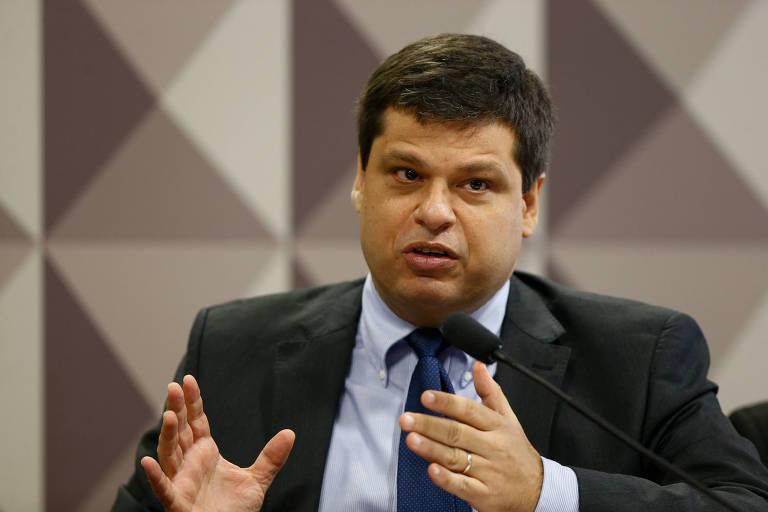 O ex-procurador Marcelo Miller gesticula enquanto fala durante reunião da CPMI da JBS, no Senado, em novembro
