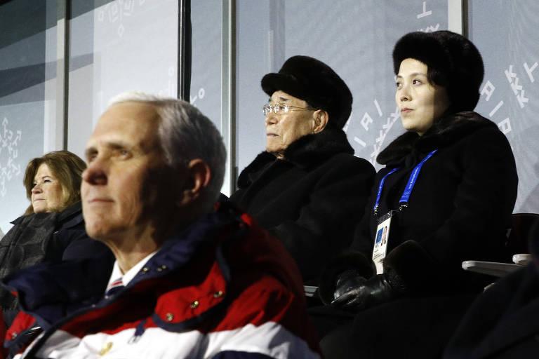 Irmã de Kim Jong-un, Kim Yo Jong assiste à abertura da Olimpíada ao lado do chefe de Estado norte-coreano Kim Yong-nam e acima do vice-presidente dos EUA, Mike Pence