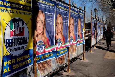 A photo taken on February 16, 2018 shows election posters in Rome ahead of March 4 general elections. Italy heads to the polls next month to vote in a crowded general election -- against a backdrop of populist gains in Europe -- and the shadow of ex-leader Silvio Berlusconi still looms large. / AFP PHOTO / Alberto PIZZOLI