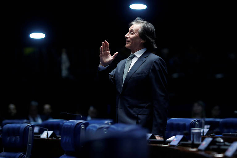 O presidente do Senado, Eunicio Oliveira, durante sessão que aprovou a intervenção federal no Rio