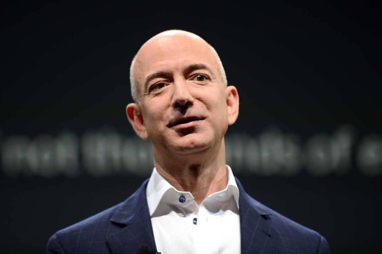 "O fundador da Amazon, Jeff Bezos, que comprou o jornal americano ""The Washington Post"" em 2013"