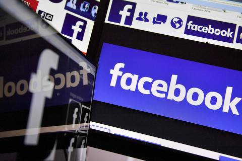(FILES) This file photo taken on November 20, 2017 shows logos of US online social media and social networking service Facebook. The European Commission said on February 15, 2018 that US social media giants have made an effort to comply with EU consumer protection rules, but that Facebook and Twitter have not made all the required changes.  / AFP PHOTO / LOIC VENANCE ORG XMIT: LVE4346