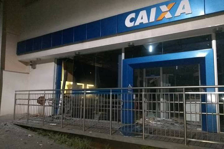 Agência da Caixa Econômica Federal de Caconde, alvo de assaltantes em Caconde, interior de SP