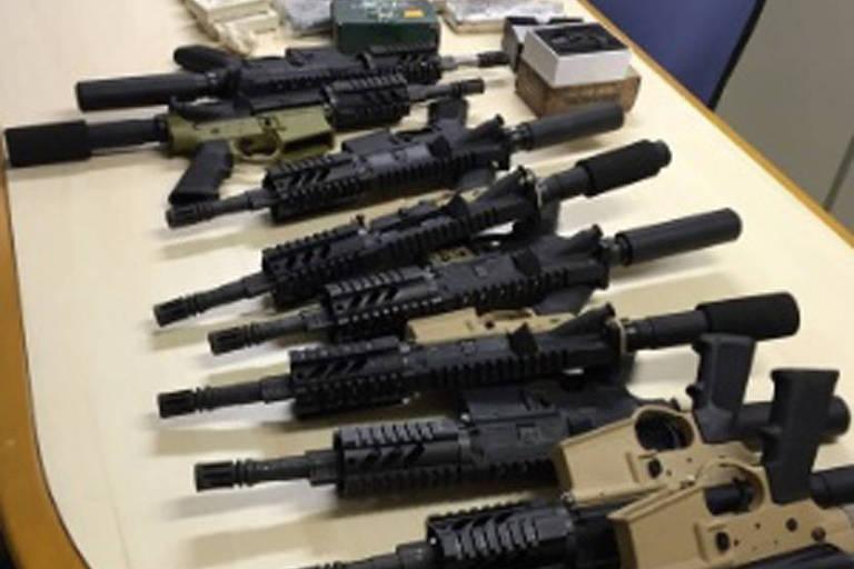 Drogas e armas apreendidas em abril de 2016
