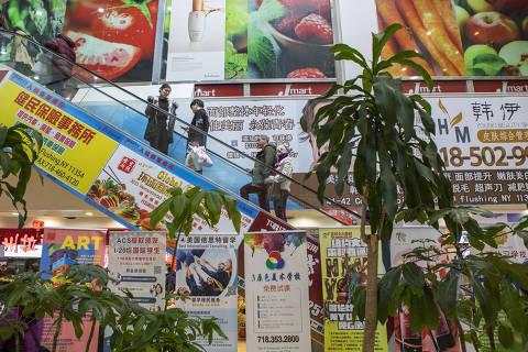 Nova York, NY. Estados Unidos. (18.12.2017) - PAUTA Turismo no Queens - Foto interna do shopping New World Mall, onde estão concentrados restaurantes asiáticos no bairro do Queens na cidade de Nova York.  (Foto: Érika Garrido/Folhapress, TURISMO)
