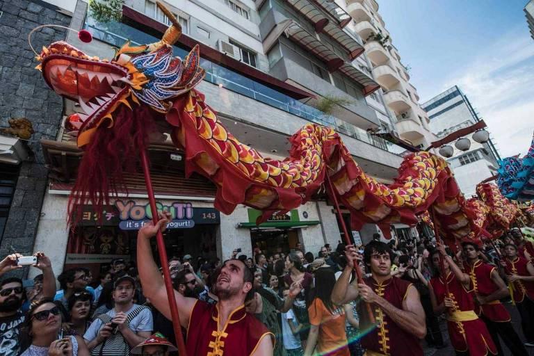 O bairro da Liberdade comemora o Ano Novo Chinês