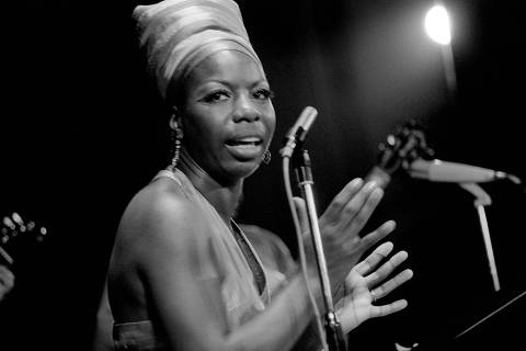 (FILES) A file picture taken on July 15, 1969 shows US jazz singer and musician Nina Simone performing during the Panafrican festival in Algiers. Nina Simone, whose stage name Simone was taken from the French actress Simone Signoret, was born Eunice Kathleen Waymon in 1933, and died on April 21, 2003 aged 70 in Carry-le-Rouet in France, without achieving to become the first black classical concert female pianist, what she had aspired to her all life.  AFP PHOTO / ELEONORE BAKHTAZE ORG XMIT: SIM103