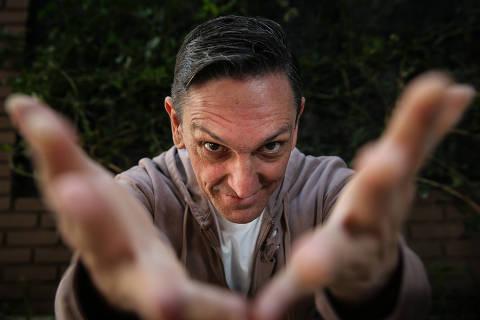 SAO PAULO/ SP, BRASIL, 26-07-2017 : Retrato cantor Paulo Miklos que lança album solo depois de sair dos Titas. (Foto: Zanone Fraissat/Folhapress, ILUSTRADA) - ESPECIAL***EXCLUSIVO****
