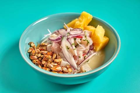 Ceviche tradicional servido no Barú Marisqueria tem mandioca e canchita (milho tostado)