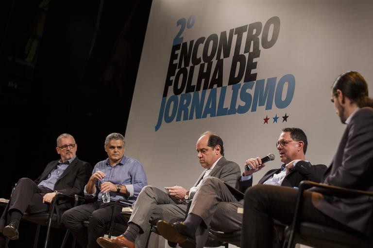 Da esq. para a dir., Alon Feuerwerker, Fernando de Barros e Silva, Eugênio Bucci, Eurípedes Alcântara e Uirá Machado debatem novo 'Manual da Redação'