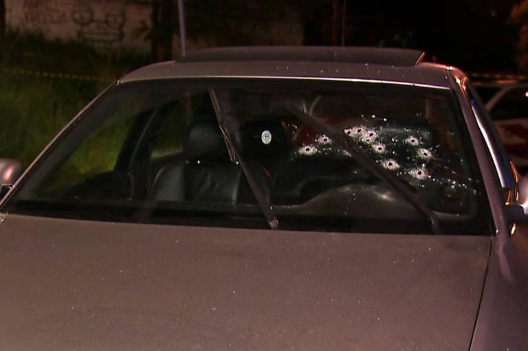 Carro de empresário atingido por vários disparos na região do Morumbi