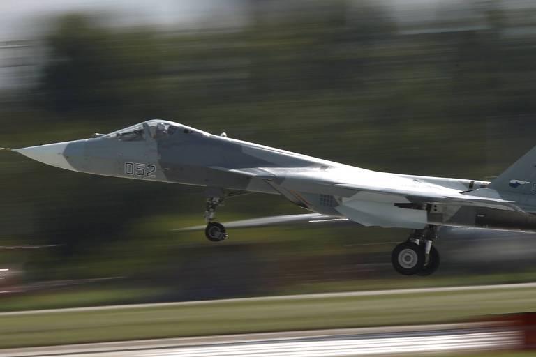 Caça russo Su-57 durante show de aviação perto de Moscou