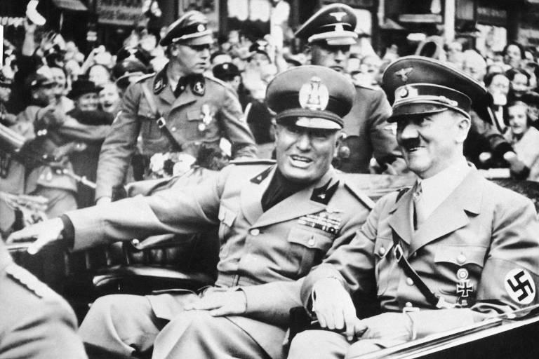 O ditador Benito Mussolini (à esquerda) ao lado do líder nazista Adolf Hitler, em Munique, na Alemanha, em foto de 1938