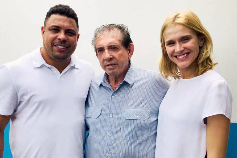 Ex-jogador Ronaldo visitaJoão de Deus em Abadiânia