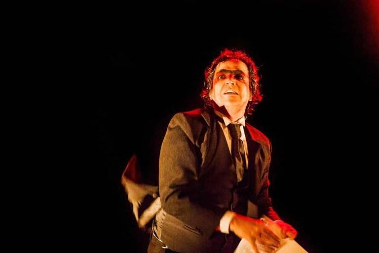 """O ator Ricardo Bitencourt em ensaio aberto da peça """"Boca a Boca: um Solo para Gregório"""""""