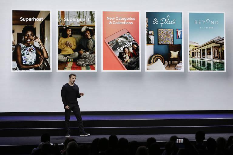 O presidente-executivo do Airbnb, Brian Chesky, anuncia mudanças no site de hospedagem