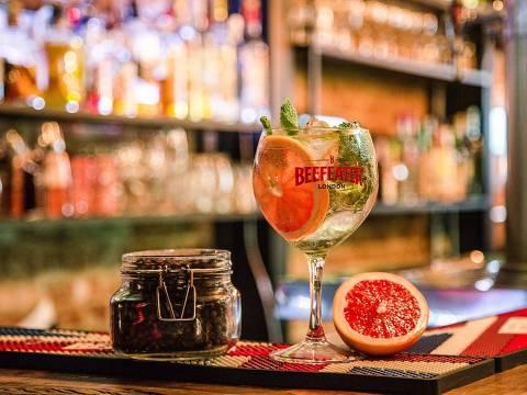 No bar Ginger, a gim-tônica Grape Gin tem toranja (grapefruit) e hortelã
