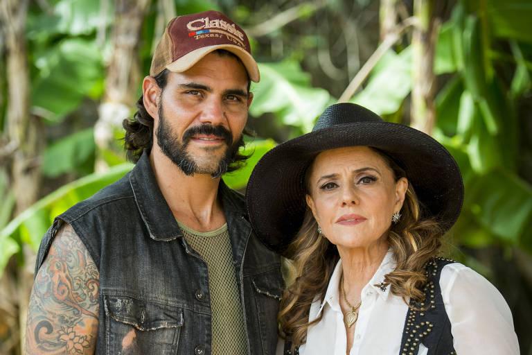 'O Outro Lado do Paraíso' (Globo): Mariano (Juliano Cazarré) e Sophia (Marieta Severo)