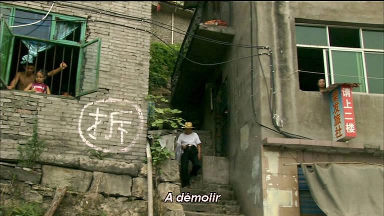 casa com marcação em branco na parede externa