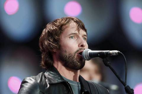 ORG XMIT: SIN005 Singer James Blunt performs at at the Live Earth concert at Wembley Stadium, in this July 7, 2007 file picture. Blunt is rumoured to be among the 1,900 guests invited to attend the wedding of Britain's Prince William and Kate Middleton on April 29, 2011, according to local media.   REUTERS/Stephen Hird/Files    (BRITAIN - Tags: ENTERTAINMENT ROYALS HEADSHOT)