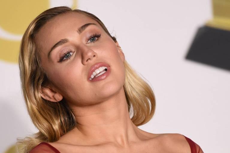 A cantora Miley Cyrus usou gloss no Grammy deste ano