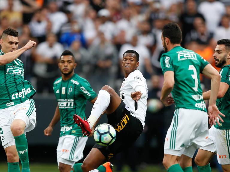 Lance da partida entre Corinthians e Palmeiras, em Itaquera, pelo Campeonato Brasileiro de 2017