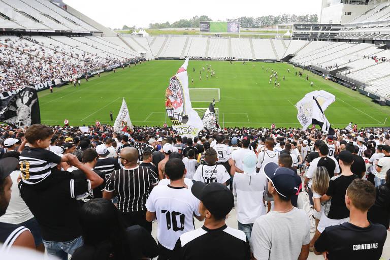 Por volta de 12 mil pessoas estiveram na arena Corinthians no treino do time antes do clássico contra o Palmeiras