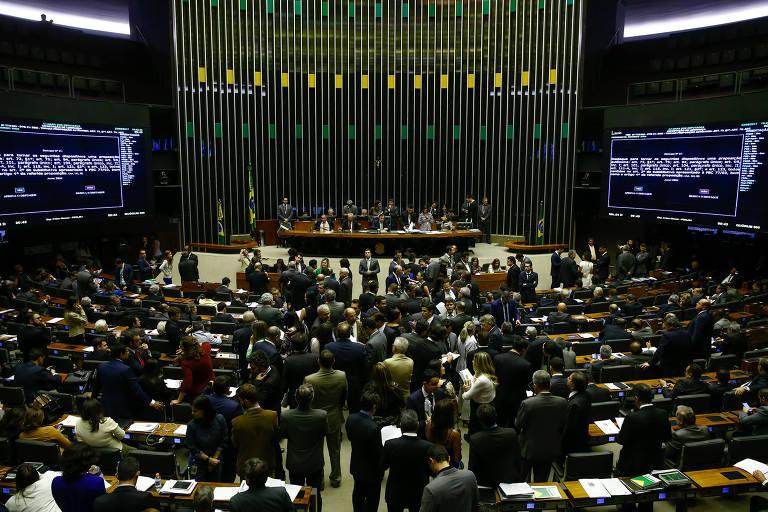 Deputados reunidos no plenário da Câmara em agosto do ano passado, durante votação da reforma política