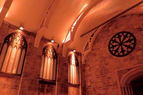 Réplica do Salão Principal de Hogwarts construída no shopping Eldorado