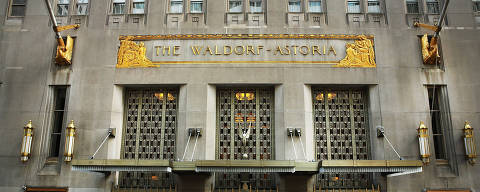(FILES) This file photo taken on October 6, 2014 shows the Waldorf Astoria, the landmark New York hotel in New York City.  A consortium led by China's Anbang Insurance Group has offered $12.8 billion to buy Starwood Hotels & Resorts, pressuring Starwood's merger agreement with Marriott International. Anbang, which once specialized in car insurance, stormed onto the international property market last year by acquiring New York's Waldorf Astoria Hotel for nearly $2 billion. / AFP PHOTO / GETTY IMAGES NORTH AMERICA / SPENCER PLATT