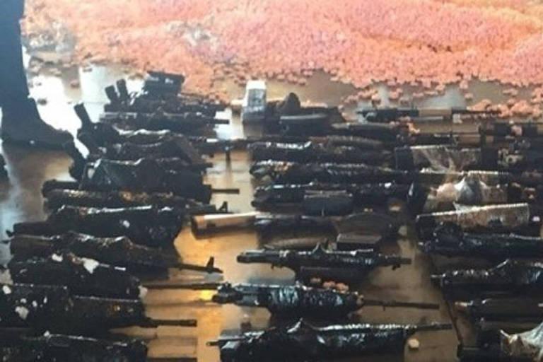 Carga com 60 fuzis apreendidos no aeroporto do Galeão em 2017