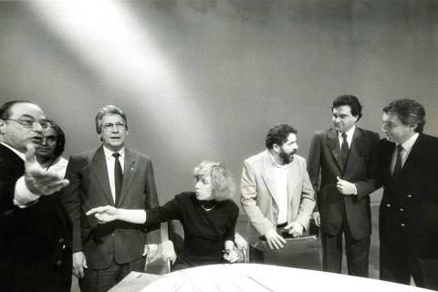 ORG XMIT: 480201_0.tif SÃO PAULO, SP, BRASIL, 17-07-1989: Eleições Presidenciais, 1989: da esq. para a dir., Paulo Maluf (PDS), Mario Covas (PSDB), a jornalista Marília Gabriela, Luiz Inácio Lula da Silva (PT), Ronaldo Caiado (PSD) e Guilherme Afif Domingos (PL) durante o primeiro debate com os candidatos à Presidência da República, promovido pela TV Bandeirantes, em São Paulo (SP). (Foto: Jorge Araújo/Folhapress)
