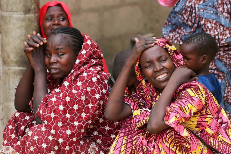 Familiares das garotas se queixam da demora do governo em anunciar o desaparecimento