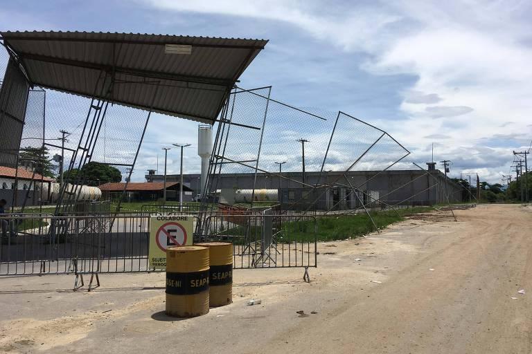 Grades no complexo penitenciário em São Gonçalo, região metropolitana do Rio, derrubadas por uma ventania no fim de 2017 e ainda sem conserto