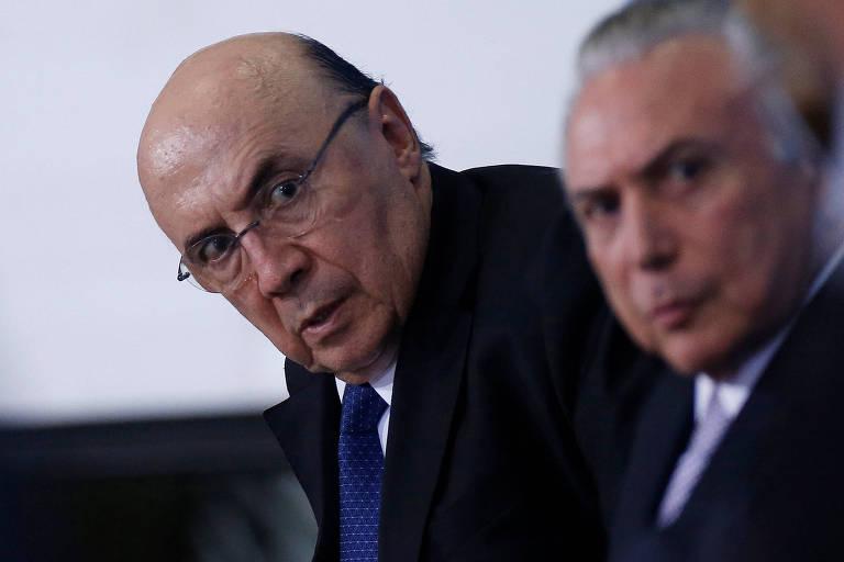 O ministro da Fazenda Henrique Meirelles e o presidente Michel Temer olhando para o lado com expressão de interrogação