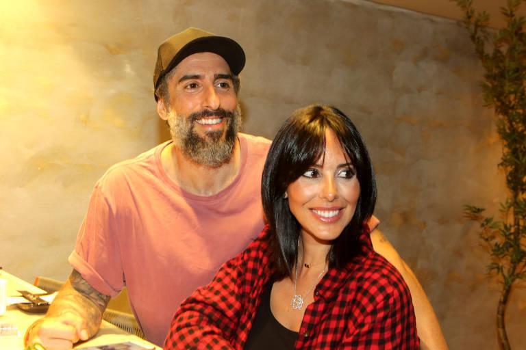 O apresentador Marcos Mion e a mulher Suzana Gullo no show do cantor Phil Collins, no Allianz Parque, no sábado (24)