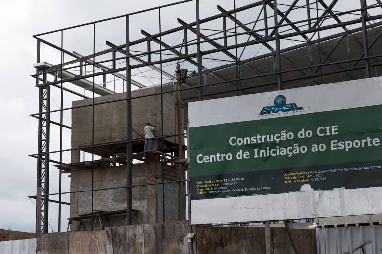 Foto das obras do Centro de Iniciação ao Esporte da Praia Grande (SP) que, segundo o Ministério do Esporte, está 24,89% concluído