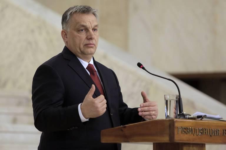 O primeiro-ministro húngaro Viktor Orban fala com jornalistas durante encontro na Bulgária