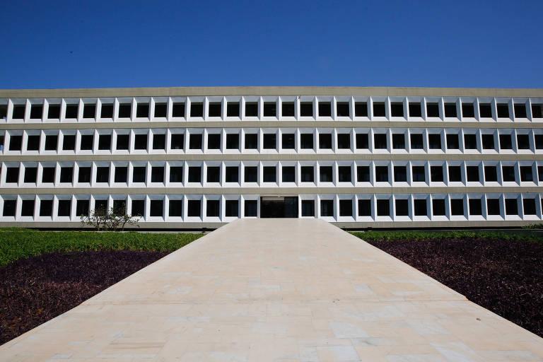Entrada do prédio do TCU (Tribunal de Contas da União), em Brasília