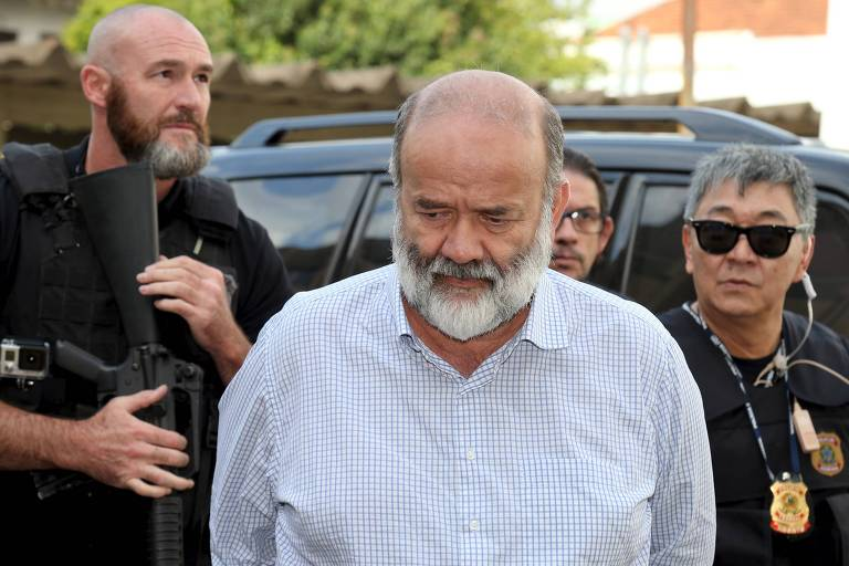 Joao Vaccari, O ex-tesoureiro do PT, é escoltado por policiais ao chegar ao IML de Curitiba