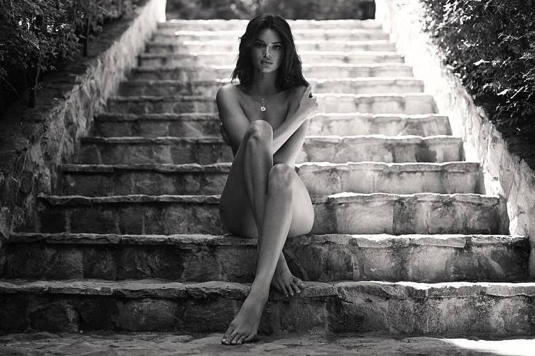 Kendall Jenner posa nua em seu Instagram