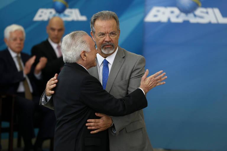 O ministro da Segurança Pública, Raul Jungmann, é cumprimentado pelo presidente Michel Temer