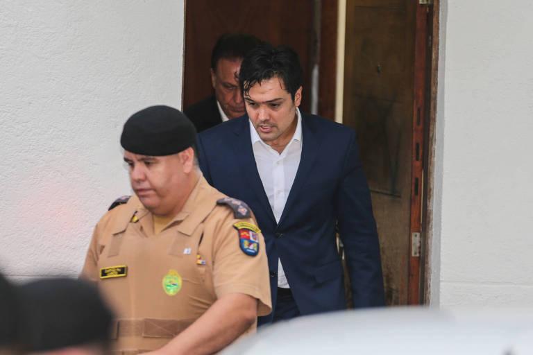 Ex-deputado estadual do Paraná Luiz Fernando Ribas Carli Filho deixa o prédio do Tribunal de Justiça em Curitiba