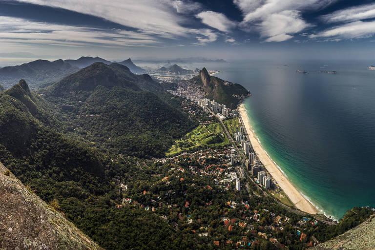 Imagem da praia do Pepino a partir da pedra da Gávea, na zona sul do Rio de Janeiro, feita pelo fotógrafo Waldyr Neto, 47