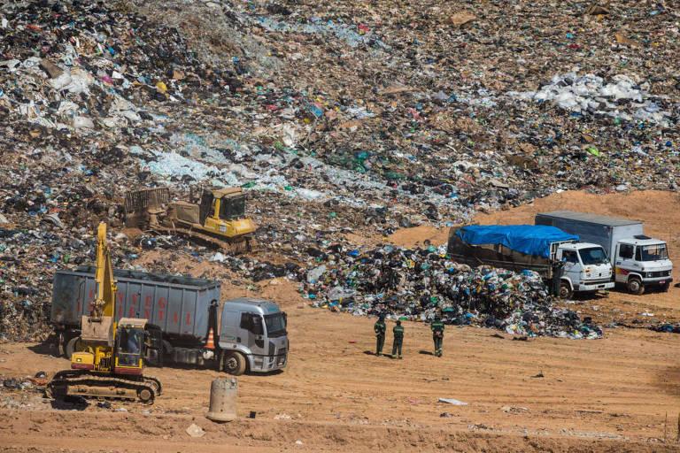 Vista do aterro sanitário em Caieiras (SP)