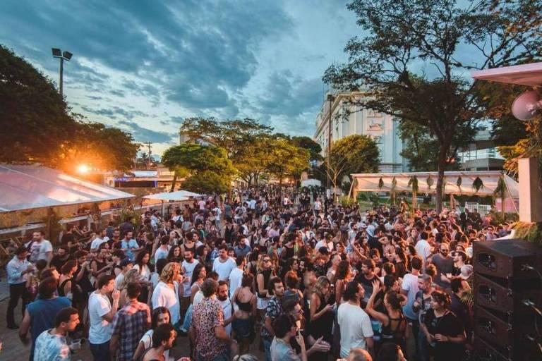 Multidão durante o Dekmantel Festival
